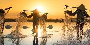 Pescadore en rio Mekong en Vietnam