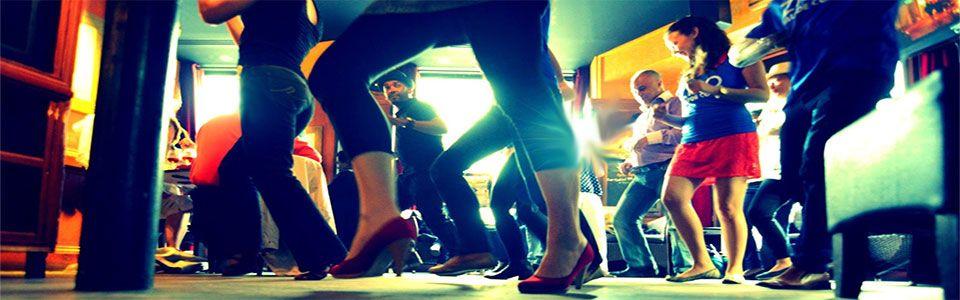 bailando salsa singles San Valentín se Baila