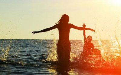 disfrutando en la playa 400x250 Vacaciones Singles