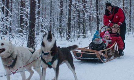 Puente de diciembre a Laponia con niños