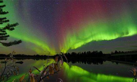 Puente de Reyes en Lago Inari en Finlandia