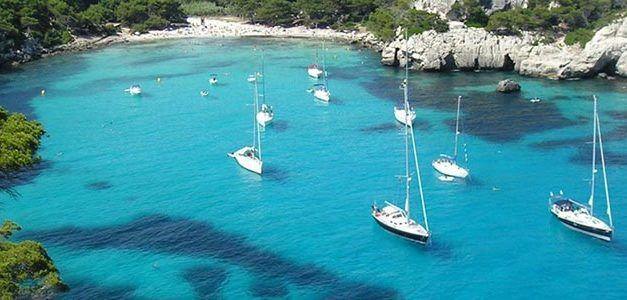 Velero: Calas de Menorca desde Barcelona