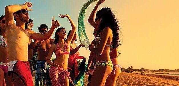 chicos bailando en la playa 627x300 Cruceros Singles