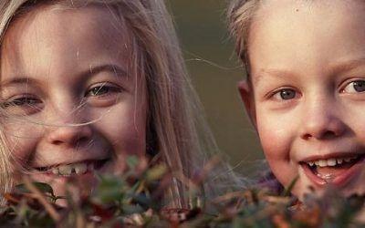 niños riendo 400x250 Vacaciones Singles