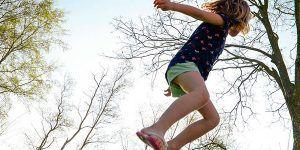 Nena Saltando