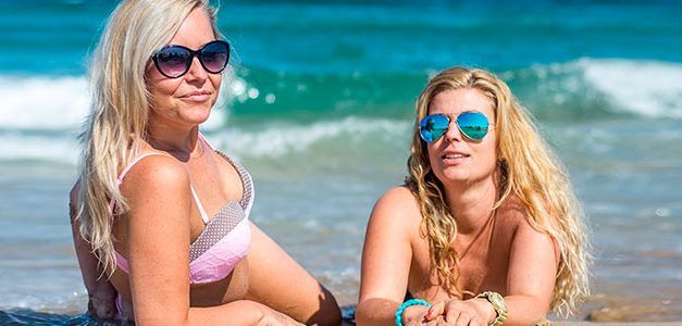 Chicas playa 627x300 Escapadas Singles