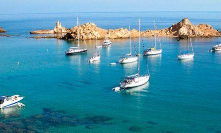 Vuelta en velero a las calas de Menorca
