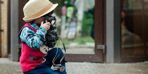 niño haciendo fotos 300x150 Especial Mojacar Monoparental
