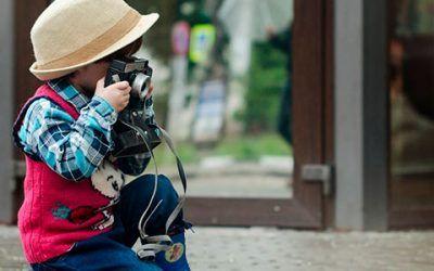 niño haciendo fotos 400x250 Vacaciones Singles