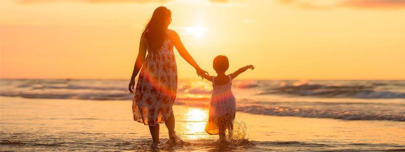 Madre e Hija en Mar Semana Santa Singles 2019