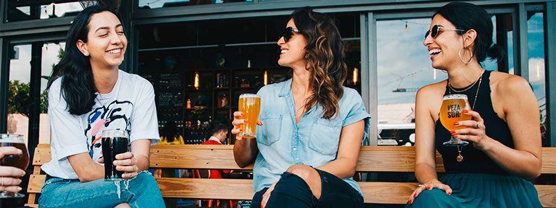 Chicas cerveza Escapadas Singles