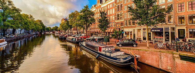 Escapada a Amsterdam en hotel flotante