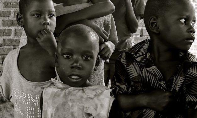 Ninos en Uganda 627x376 Viajes de Cooperación / voluntariado