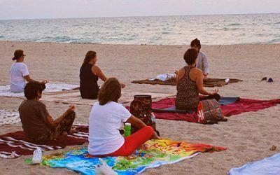 Meditacion en playa 400x250 Vacaciones Singles