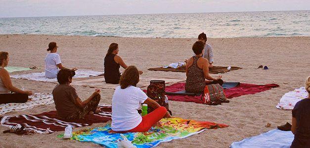 Meditacion en playa 627x300 Escapadas Singles